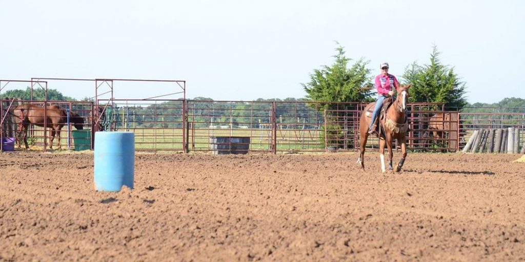 Working to build confidence in your horse and yourself both at home and at the barrel race will help stop alley issues before they begin. Barrel Horse News photo by Kailey Sullins.
